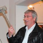 Bürgermeiser Heiko Müller schwingt die Rede und den Hammer