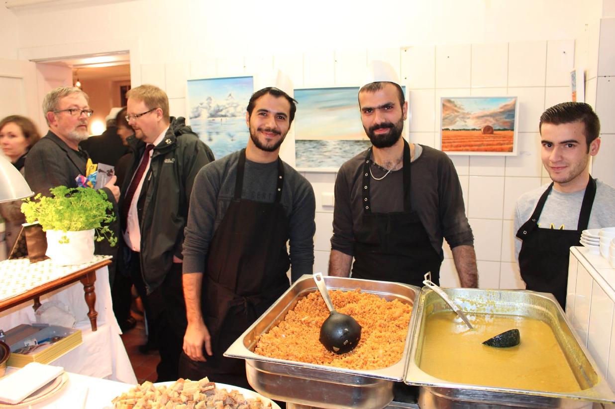 Refugee Kitchen zur Eröffnung in der Galerie auf Zeit